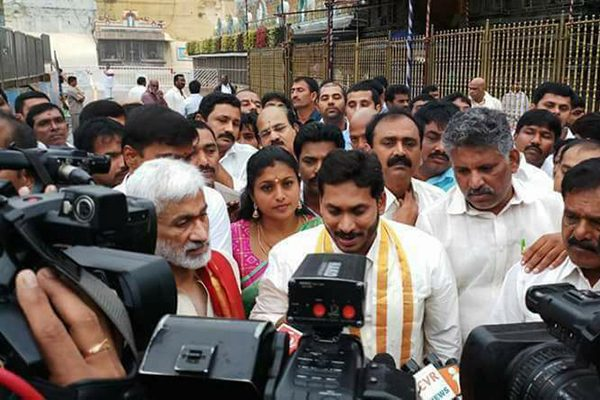 Late YSR' Wife Urges People To Support Jagan Mohan Reddy