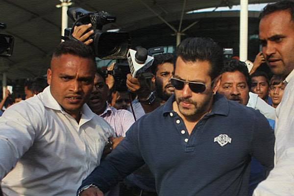 Superstar's Security Beefed up: Threat from Gangster