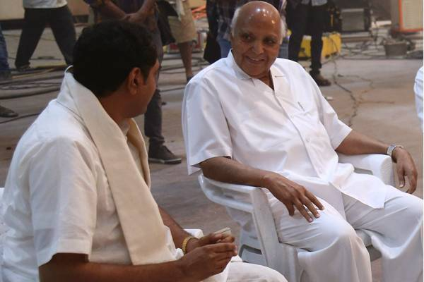 Ramoji-Rao-on-NTR-Biopic-Sets!
