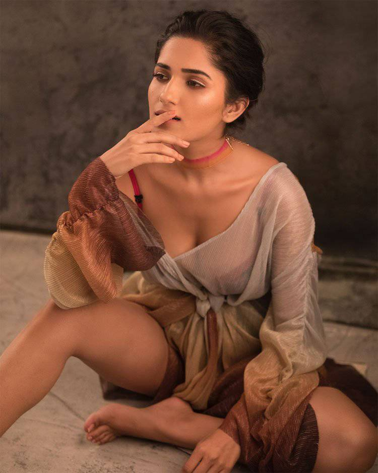 The Girl Ruhani Sharma Is Sanskari On-Screen, Very Hot Off-Screen