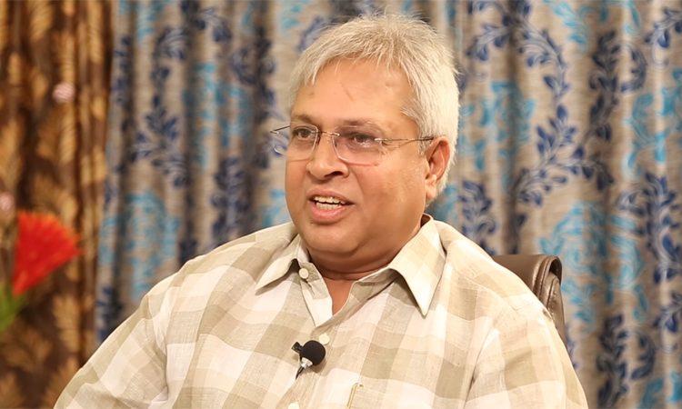 Vundavalli Aruna Kumar says KCR and Narendra modi are same