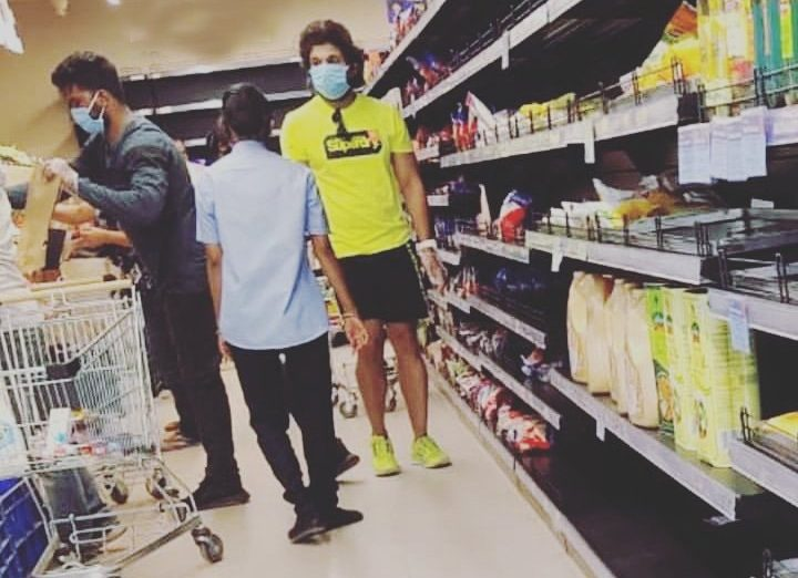 Lockdown Effect, Allu Arjun Spotted at Super Market